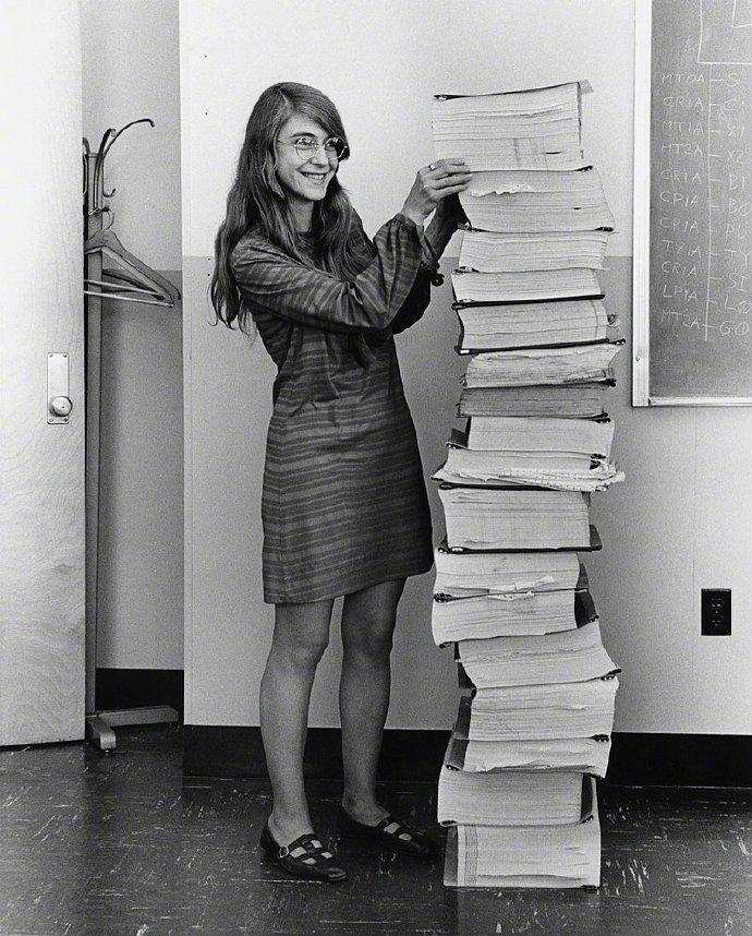 1969年,Margaret_Hamilton和她写的代码,让我们登上了月球。.jpg